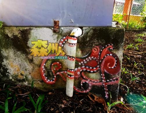 画在公园电箱下的章鱼你可否找到?