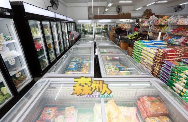 Trillion Plus Wholesale Sdn Bhd尽量把生鲜超市内售卖的商品多样化,除了新鲜蔬果,还有冷冻海鲜肉类及杂货罐头,务必做到应有尽有,满足顾客的要求。