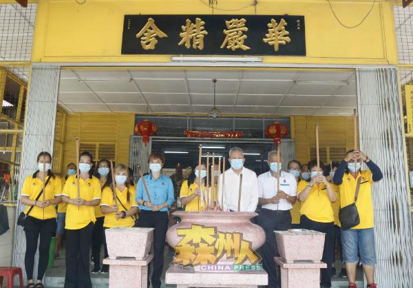 森州爱心团队为华严精舍进行洗理工作后,与人民代议士再到访献出关怀。