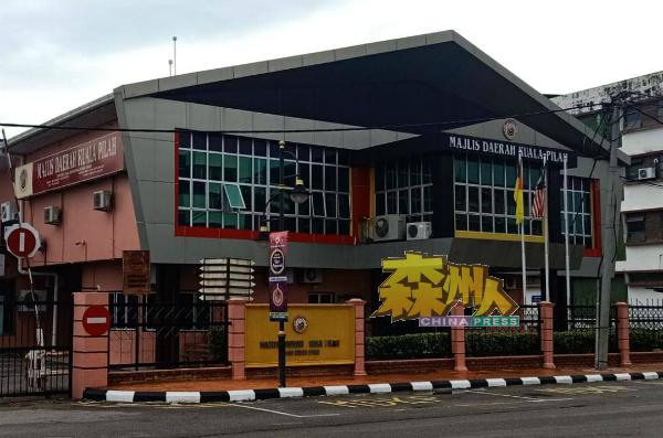 庇劳县议会完成所规定的39项提升指标后,荣获全国县议会组别内的可持续发展城市奖(Bandar Mampan)第二名!