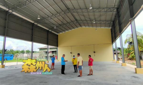 目前丹A新村新民众会堂的空间比以前大近一倍,叶朝政将会拨款为新民众会堂安装直径22尺的巨型风扇和移动式舞台。