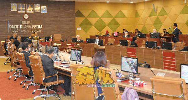 市政局常月会议上也一致通过市政局依据财务状况,派发最少1000令吉特别援助金予21名芙蓉市议员