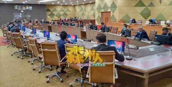 市议员特别助理将受邀出席常月会议,不过在会议中不能投票表决,也没决策权。