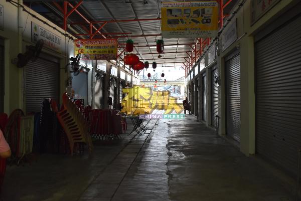 行动管制令首日,整个小贩中心仅有 30%商店营业。