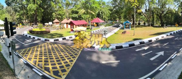 市民在租用脚车后,可以在充满大自然气息的脚车公园内骑脚车。