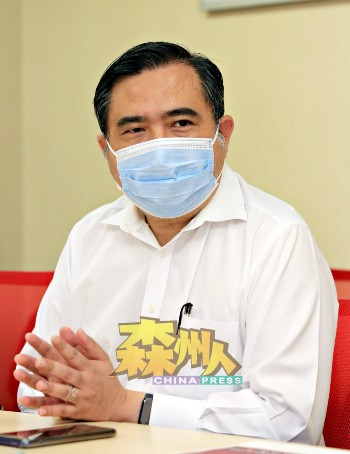 陆兆福宣布购买200份服装福袋配套,以赠送给芙蓉国会选区的B40家庭或弱势群体,共值1万7600令吉。