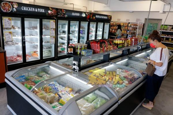 李三鲜货市场提供各种各样鲜货,不久将引进真空包装西餐,让城市人体验美食乐活的乐趣。