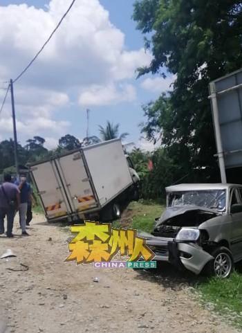 罗厘失控撞向停泊在路边的3辆轿车,3司机路边用餐逃过一劫。