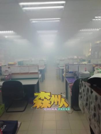 教师办公室也获消毒,全体教师已居家作业。