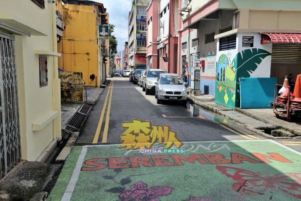 艺术巷壁画街一旦落实,拿督昔阿末路一路延伸至芙蓉乌淡星路的后巷路段,将彻底改头换面,届时每逢周末二日,后巷将被封路,作为步行街,成为芙蓉观光景点之一。
