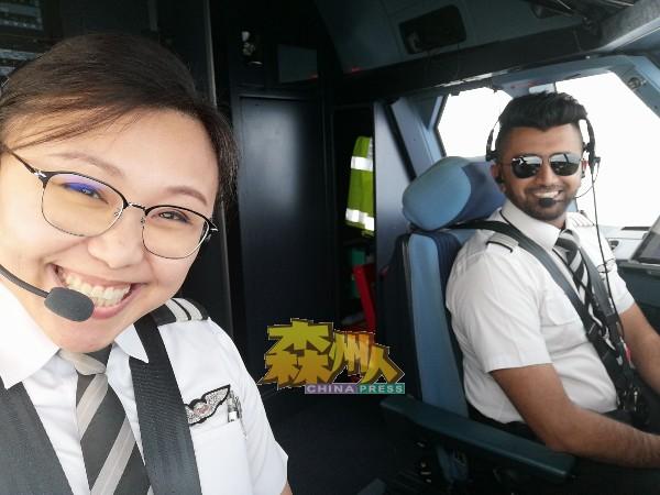 飞机师给人的感觉是酷酷的,但何永溋却是个笑容甜美的飞机师。