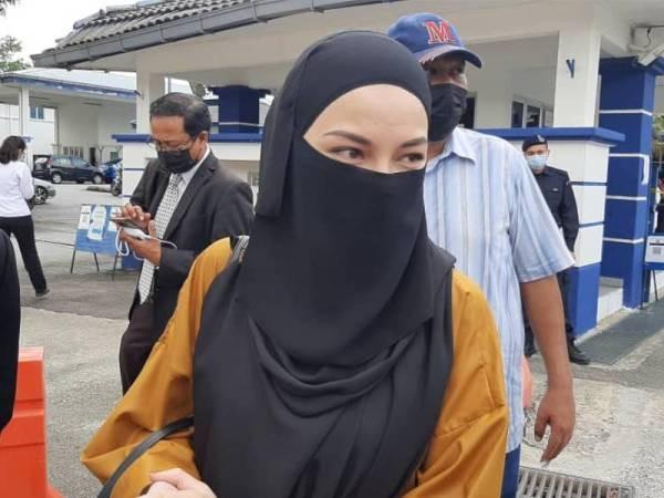妮罗法现身芙蓉警区总部,配合警方传召录取口供。