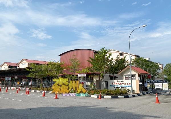 芙蓉新城高苑东华小学有学生确诊新冠肺炎,被教育局指示关闭2天。