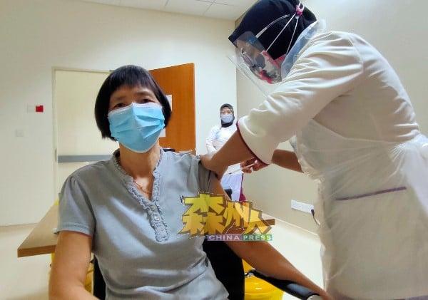 芦骨春泉镇UCSI私人医院疫苗接种工作全面开跑,每天可以为600名人士接种疫苗。