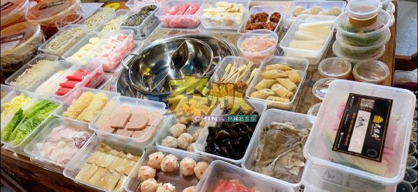 火锅料理的外带用餐包装特别多,武侯府为迎合市场需求,想方设法使火锅外卖更简易方便。
