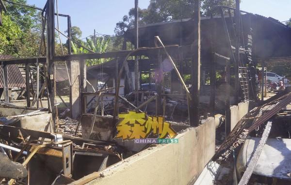 厂房被烧至残墙败瓦,面目全非,令业者承受近10万令吉财物损失。
