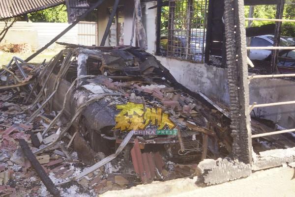 停泊在射漆工作间的威拉轿车被烧成废铁。