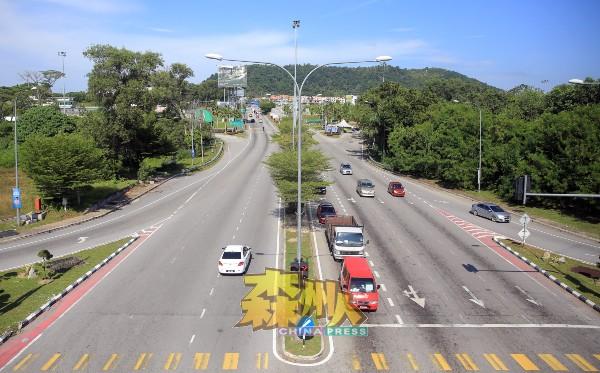 平日交通繁忙的芙蓉双溪乌绒路,交通一路顺畅无阻。