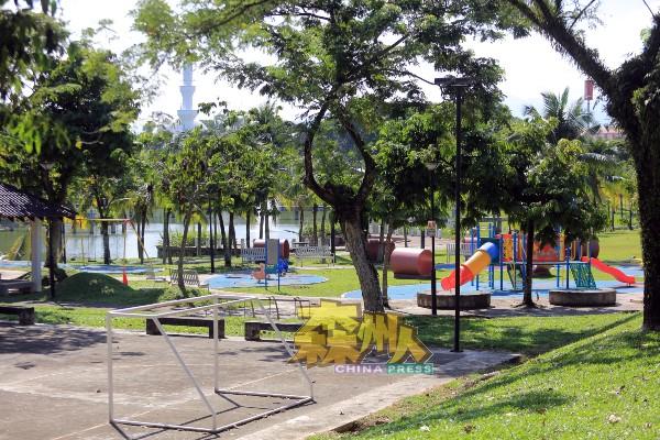民众行动受管制,休闲公园已禁止民众进入,公园区空无一人。