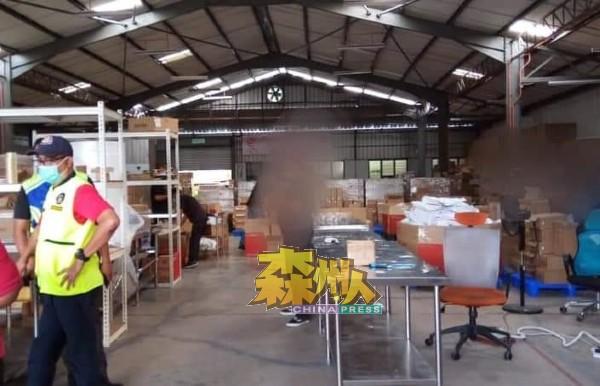 淡边县议会执法组成功查获工厂暗地里运作的。