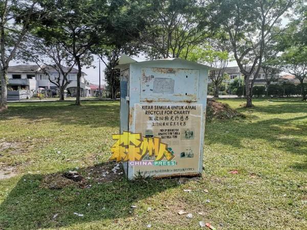资源回收业者前往芙蓉新城绿街社区,把回收箱收拾干净。(业者提供)
