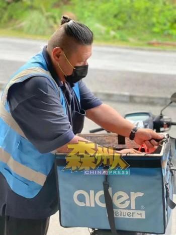 在父亲节当天,Aider运送服务一天内接获逾200份运送订单,送货员忙得不可开交。