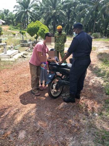 违规男子携带侄儿与侄女前往墓地扫墓,违反了政府所颁布的1988年传染病预防和控制法令。