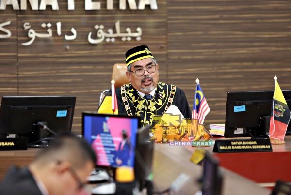 查扎里曾担任仁保县议会主席、兼任芙蓉市议会及汝来市议会主席,并在芙蓉升格为市政局,出任芙蓉首任市长。