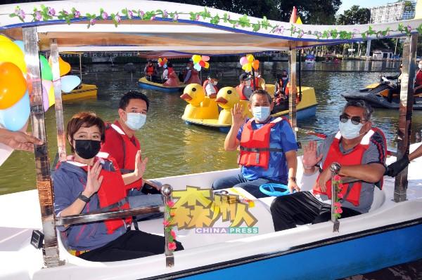 芙蓉市政局积极推动芙蓉旅游工作,包括重启芙蓉皇家山湖滨公园水上脚车活动,成为旅游芙蓉卖点,右起查扎里、大臣阿米努丁、行政议员张聒翔、陈丽群。