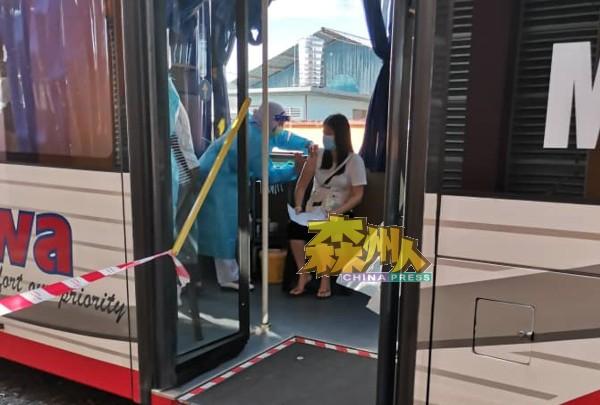 流动疫苗巴士环绕日叻务县一圈后,重回新邦榴梿投入服务。