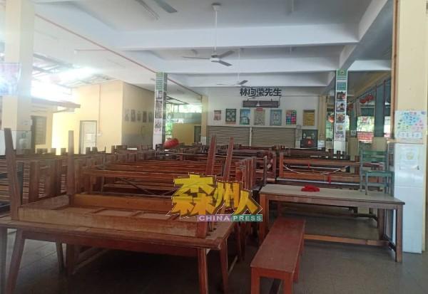 疫情笼罩下,学生没有回校,食堂随之冷冷清清。