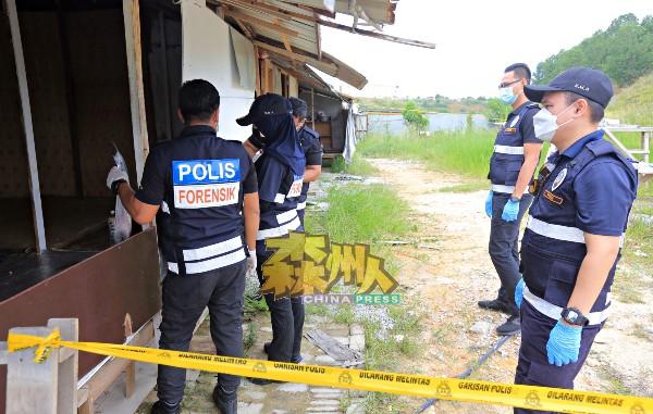 警方在临时搭建,供外劳居住的木屋内发现血迹,相信是外劳在屋内生下女婴。