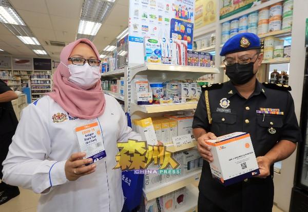 艾茵(左)与执法官员到芙蓉展开检查行动,确保商家售卖的自助冠病测试剂盒价格符合条规。
