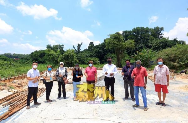 耗资35万令吉的甘榜巴西民众会堂工程已展开,预计年底能完工。